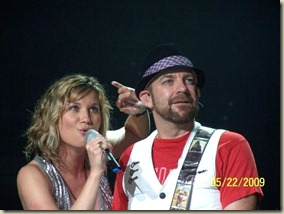 "Sugarland's ""Gold and Green"" holiday CD – Review and Sugarland Christmas Contest"