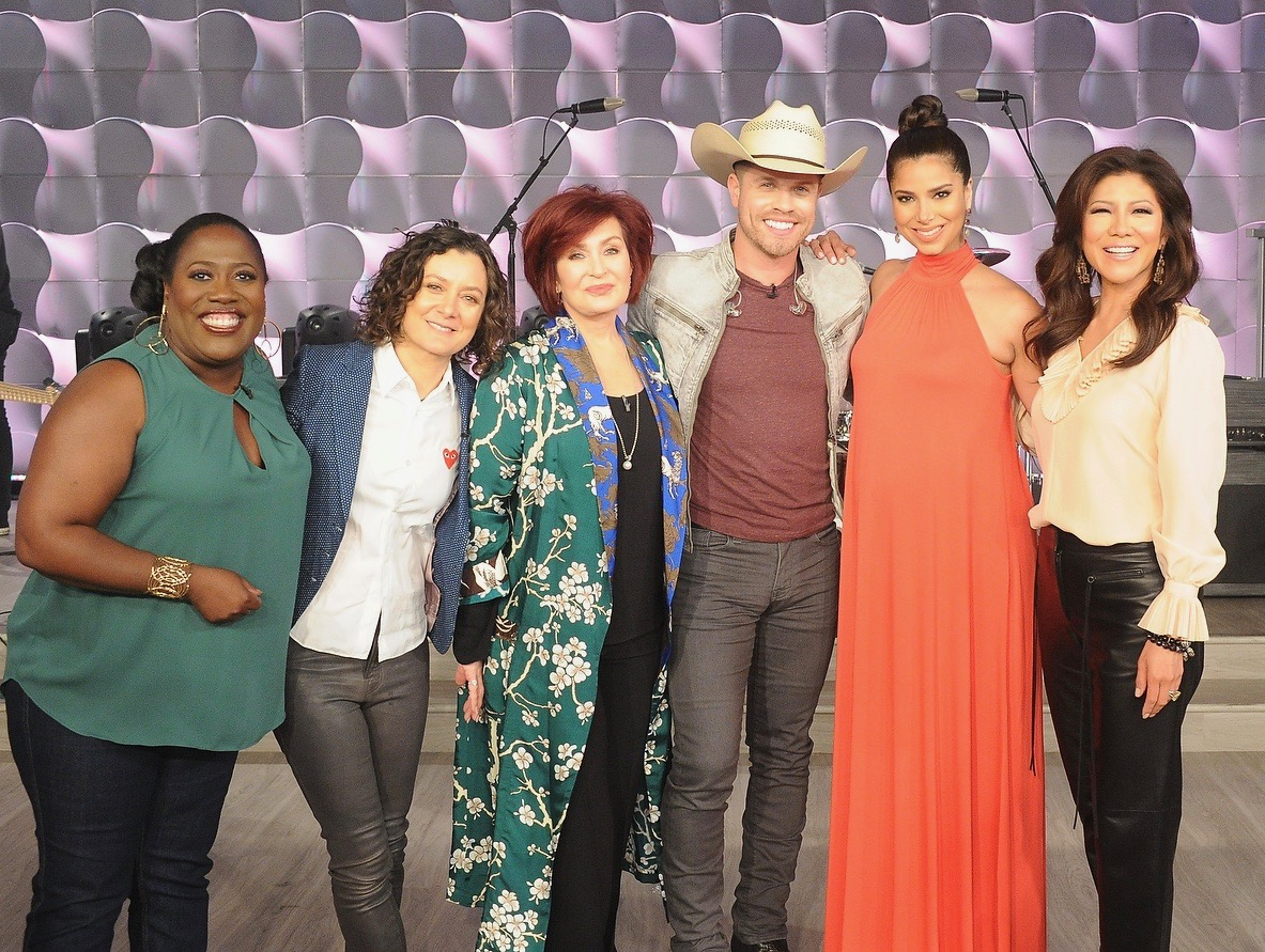 "Dustin Lynch sizzles with ""Small Town boy"" performance on CBS' The Talk"