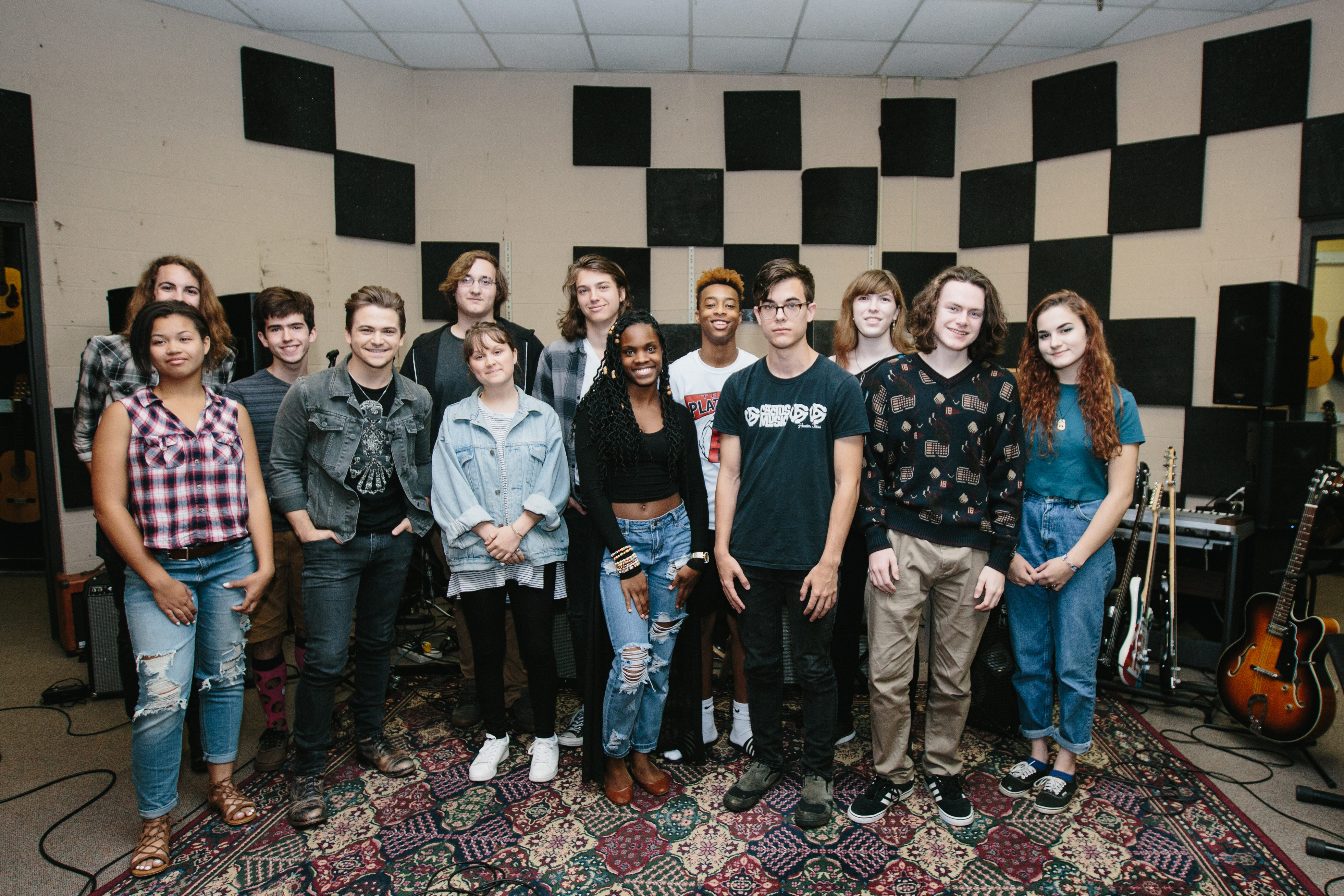 Hunter Hayes Renovates Music Classroom With Support from Samsung, CMA Foundation