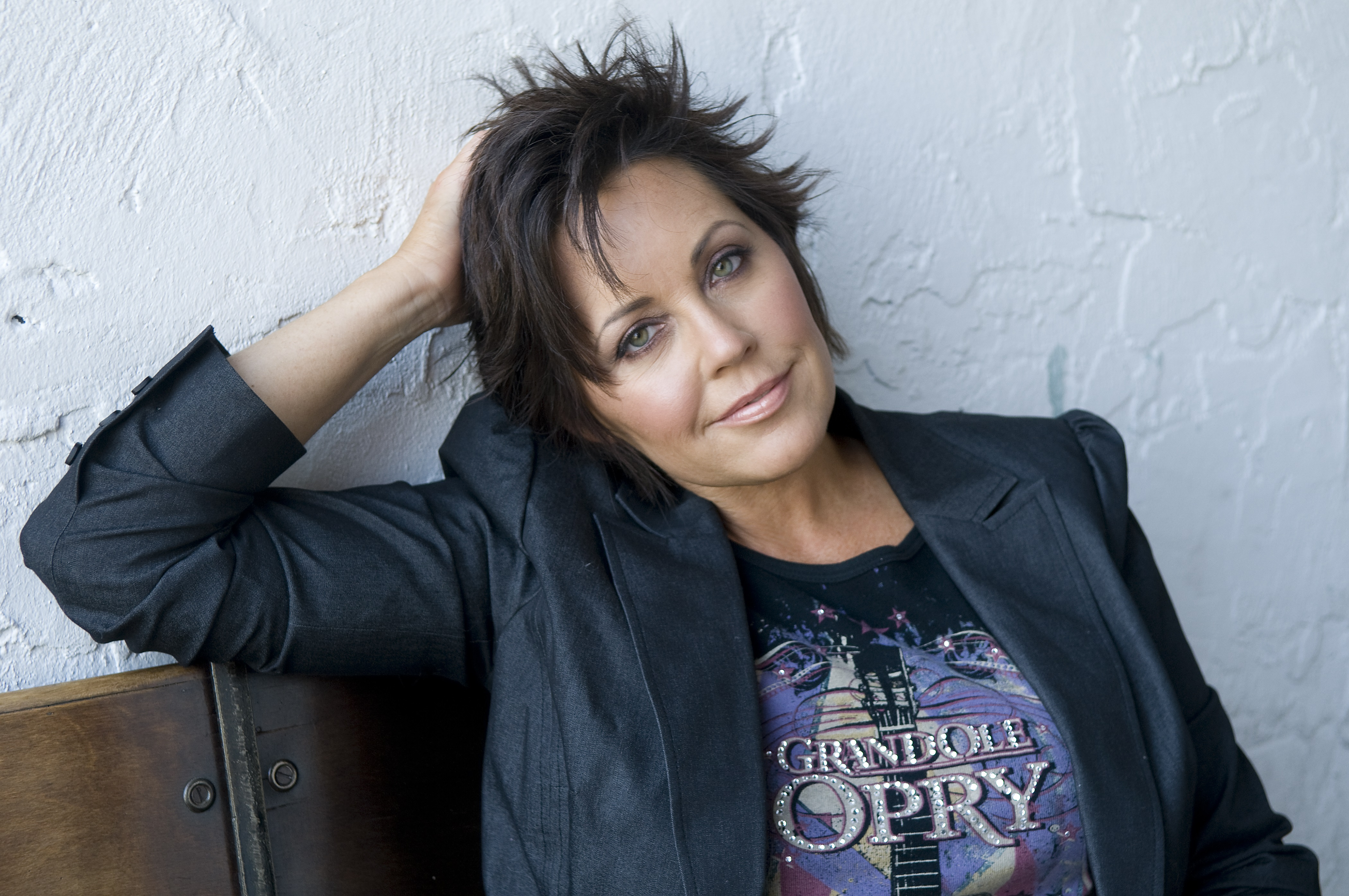 """Kelly Lang reveals her very own… """"Obsession"""""""