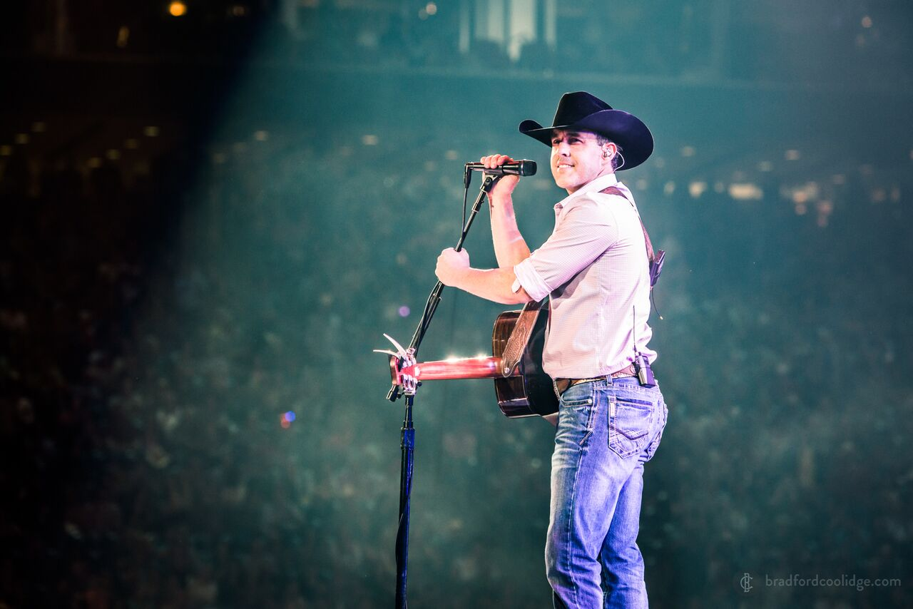 """Aaron Watson partners with CMT Music for broadcast premiere of """"Outta Style"""" music video"""