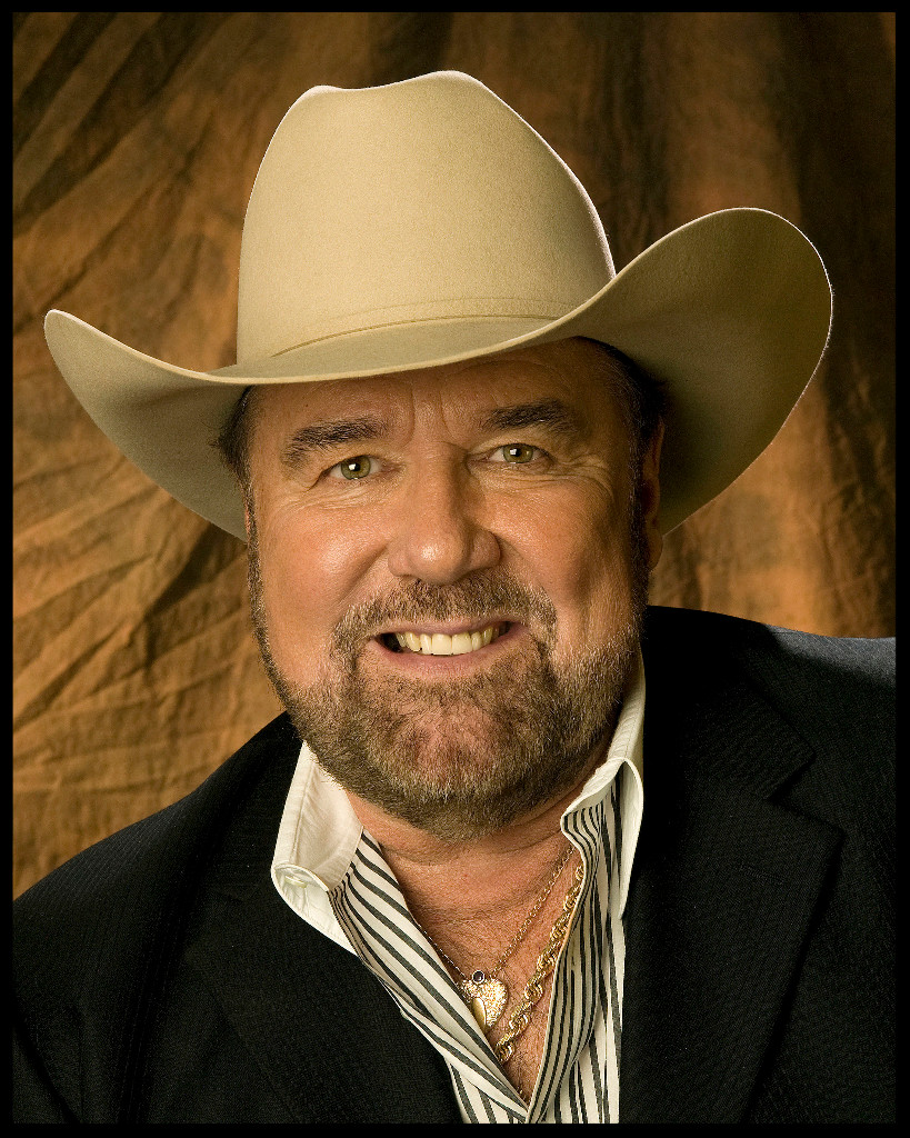 """Johnny Lee is """"Lookin' For Love"""" (from press), signs with 117 Publicity for exclusive PR representation"""
