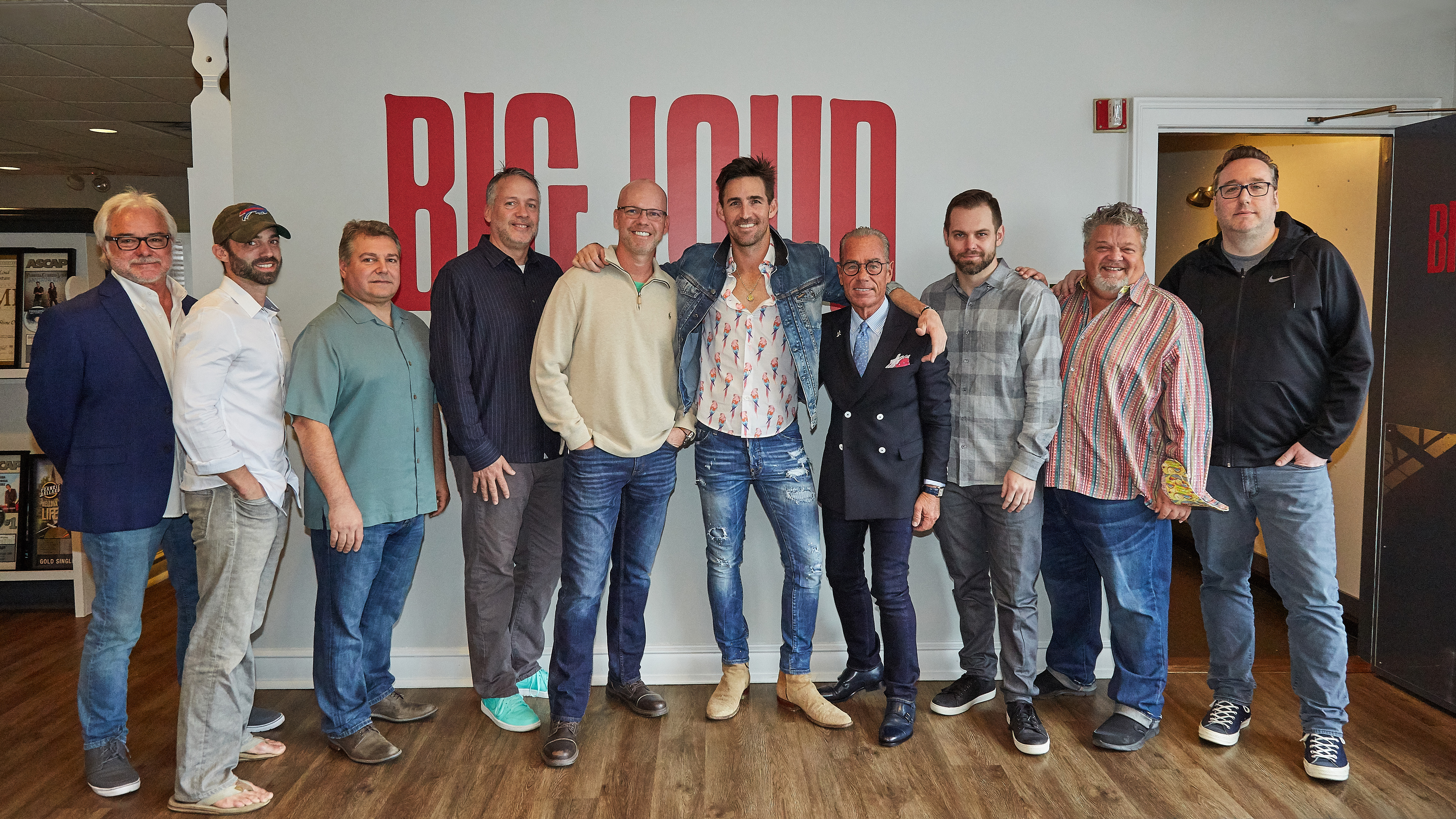 Jake Owen signs with Big Loud Records