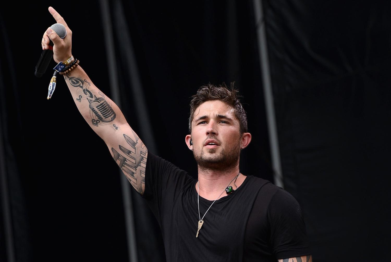 "Michael Ray donates more than 100k meals to shelter animals on ""Get To You"" Tour"